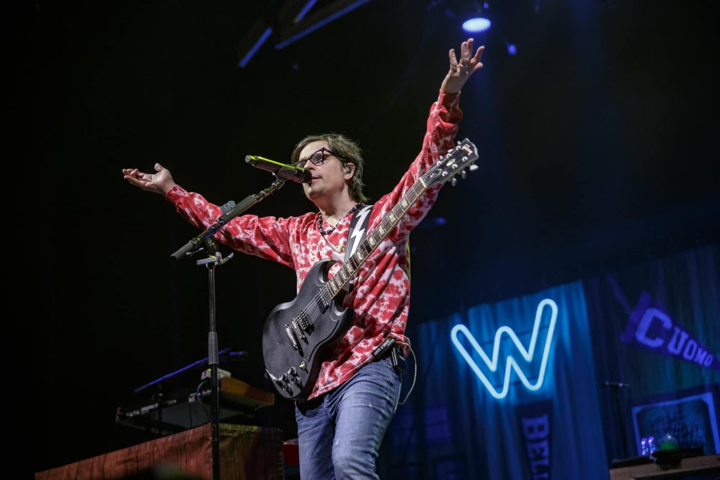 Weezer at Montreal Bell Centre
